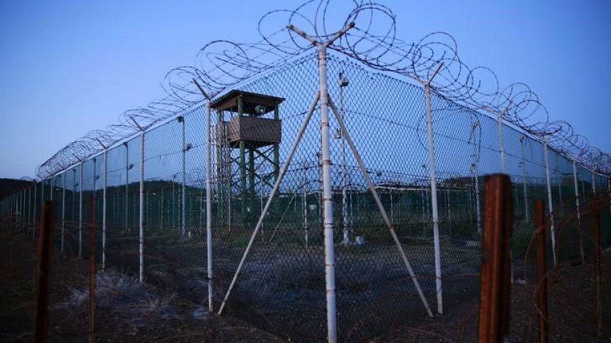 Guantanamo: rilasciati 10 detenuti, ma il campo non chiude
