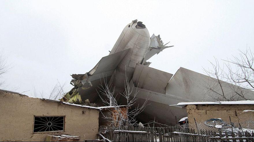 Localizan una caja negras del avión turco siniestrado en un pueblo kirguís