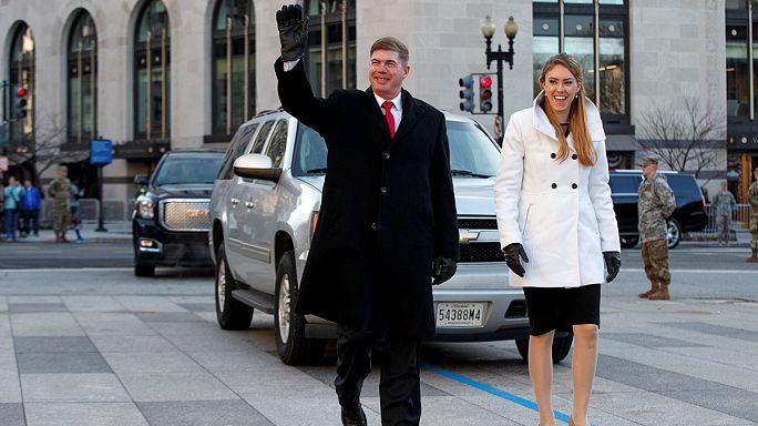 On répète l'investiture : un sergent-major joue Trump, une sergent-chef Melania