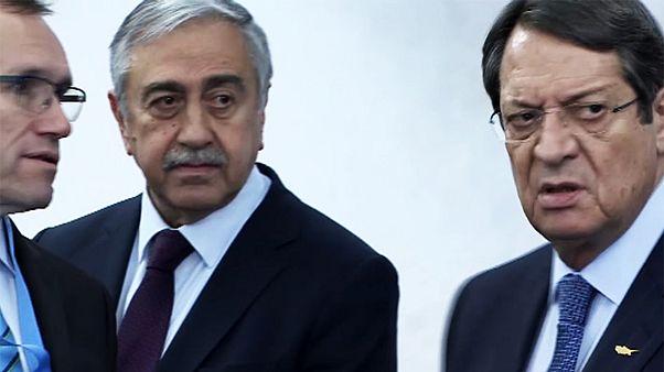یونان با اشاره به مذاکرات وحدت قبرس: ترکیه نیت واقعی خود را بیان کند
