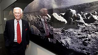 وفاة رائد الفضاء الأمريكي يوجين سيرنان