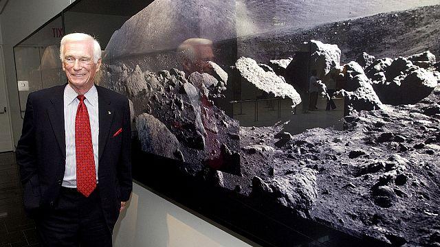 Addio a Gene Cernan: l'ultimo uomo sulla Luna se ne va a 82 anni