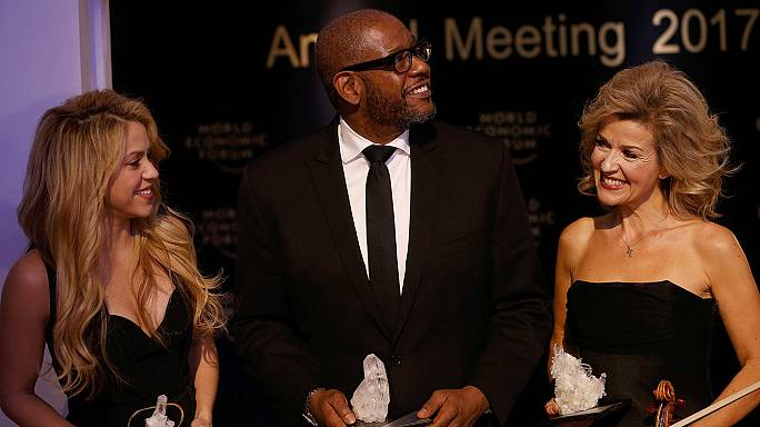 Shakira, Whitacker, Mutter, Crystal Award a Davos per l'impegno umanitario