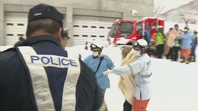 نجاة عائلة بعد قضائها ليلة وسط الثلوج أعلى جبل في اليابان