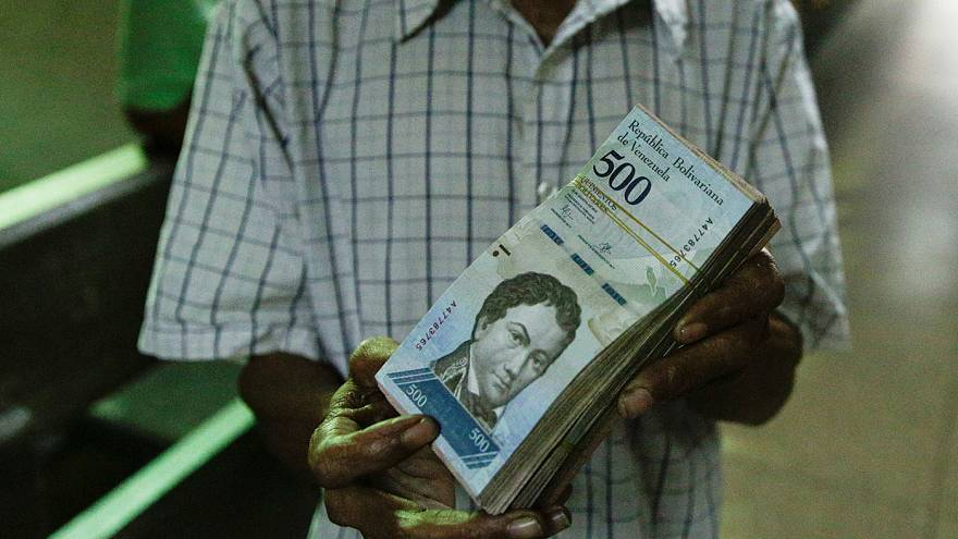 Entran en circulación los nuevos billetes en Venezuela ante la devaluación del bolívar
