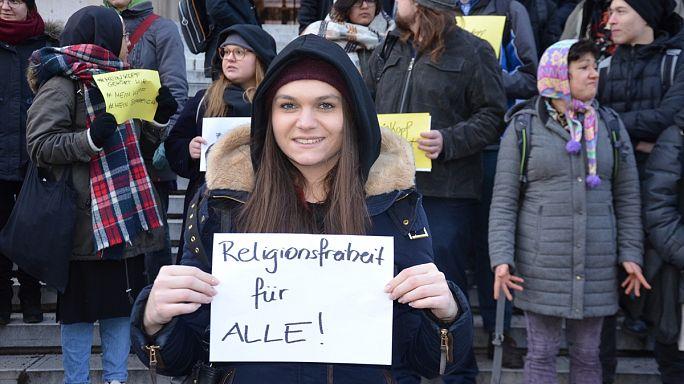 Avusturya'da kamu çalışanlarına başörtü yasağı