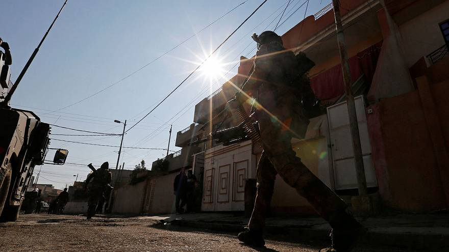 Iraqi forces push into Mosul's eastern districts