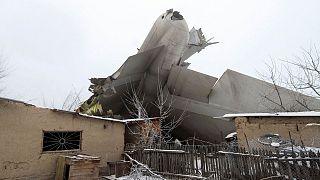 Видео с места крушения самолета в Киргизии