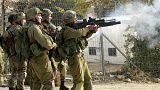 مشاهد مروعة لمقتل شاب فلسطيني و سحله على أيدي الجنود الإسرائيليين