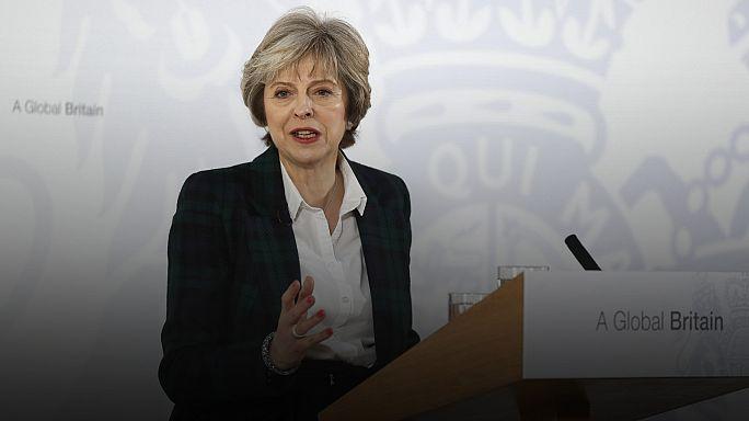İngiltere Başbakanı Theresa May merakla beklenen Brexit planını açıkladı