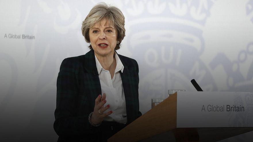 Theresa May sai da União Europeia Confiante
