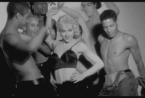 """De gira, con Madonna, en el documental """"Strike A Pose"""""""