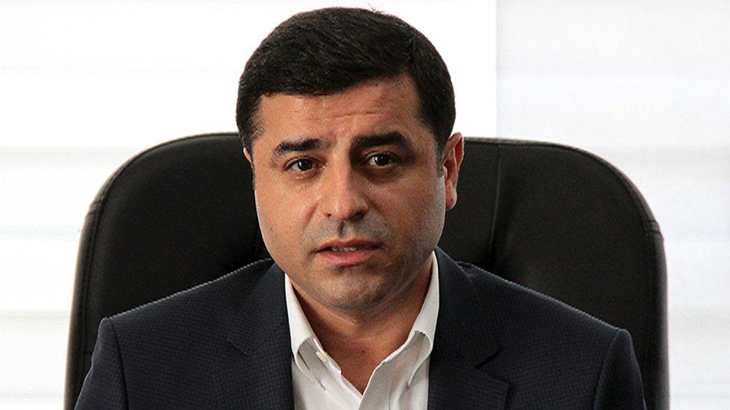 Procurador turco pede 142 anos de prisão para líder da oposição pró-curda
