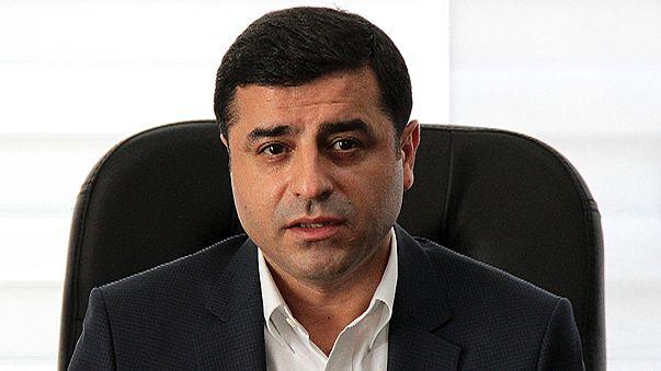 النيابة التركية تطالب بسجن الزعيم الكردي دمرتاش 142 عاماً