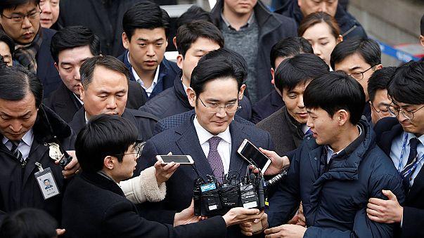 A Samsung alelnöke is belebukhat a dél-koreai államfő korrupciós botrányába