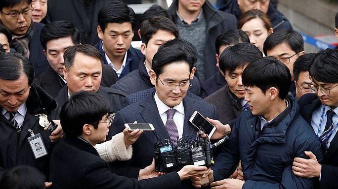 Samsung top boss faces arrest