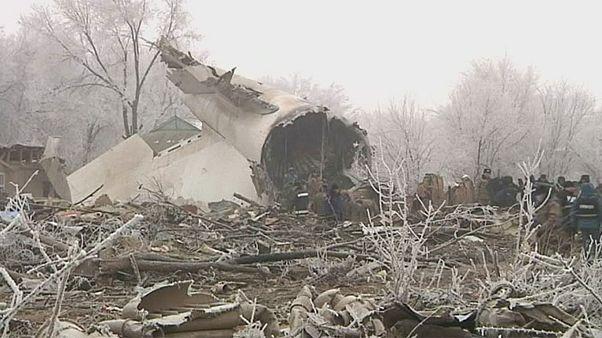 A légi katasztrófa áldozatait gyászolják Kirgizisztánban