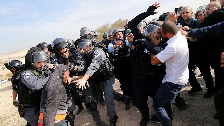 La operación de demolición de un pueblo beduino del sur de Israel deja dos muertos en enfrentamientos