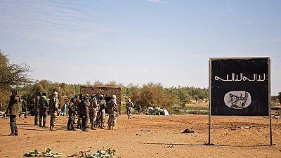 Mali : une quarantaine de morts dans l'attaque d'un camp militaire, trois jours de deuil national décrétés