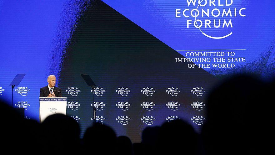 Putyintól féltette az Eu-t Biden Davosban