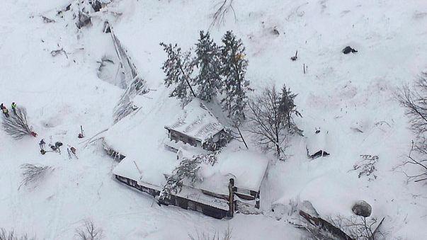 Olaszország: folyik a kutatás a lavina túlélői után