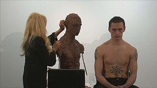 Frances Segelman realiza en directo una escultura del bailarín Sergei Polunin