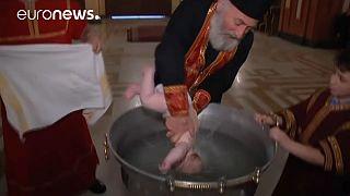 Video: Taufe mit Schwung