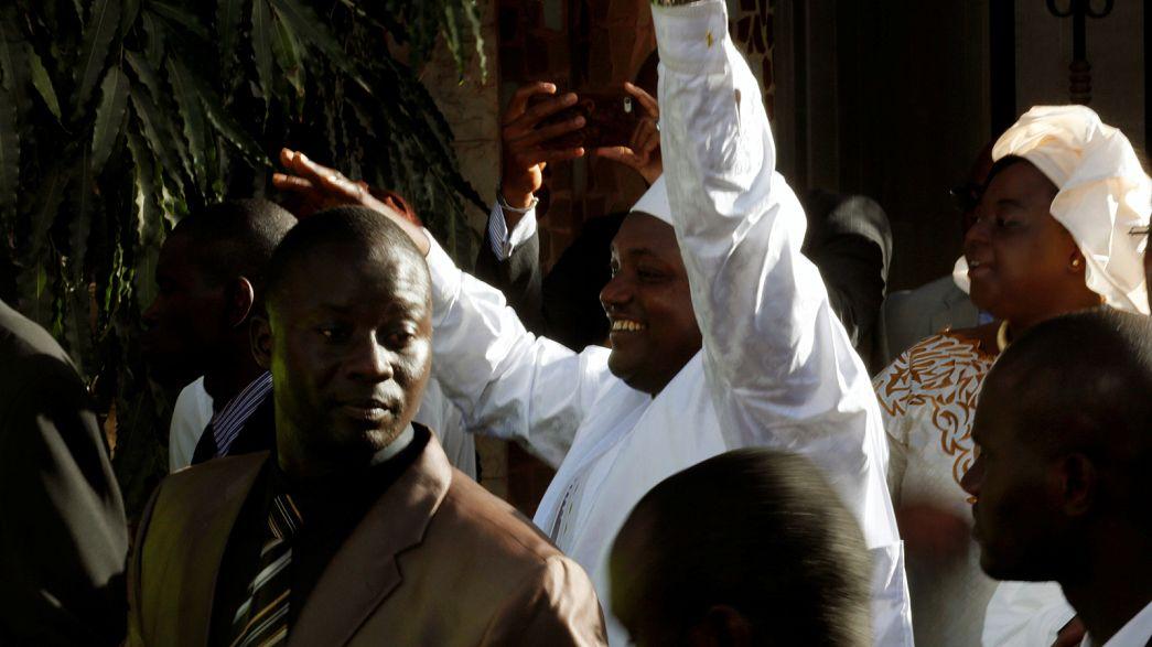 Presidente da Gâmbia toma posse no Senegal à espera da rendição de Yahya Jammeh