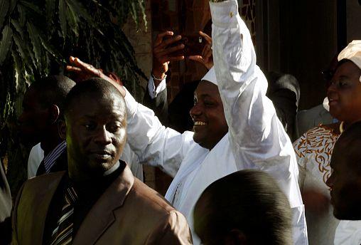 Senegalese troops cross border into Gambia as crisis intensifies