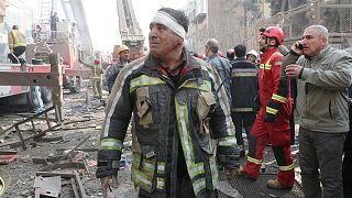 Túlélők után kutatnak Teheránban, 20 tűzoltót temetett maga alá egy 17 emeletes ház