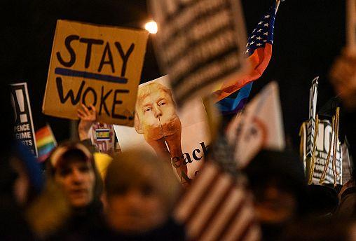 Trump critics promise '100 days of resistance'