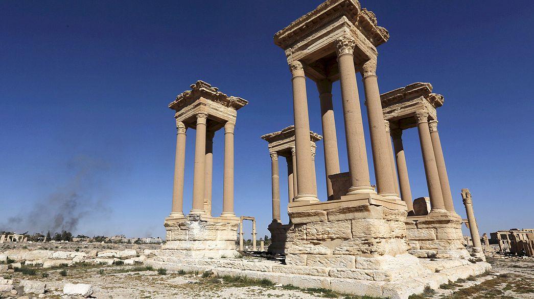 Пальмира: боевики ИГ разрушили фасад Римского театра и тетрапилон