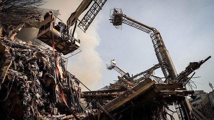Tahran'da çöken binanın altında kaç kişinin olduğu bilinmiyor
