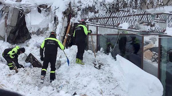 Seis personas localizadas con vida en el hotel sepultado por un alud en el centro de Italia