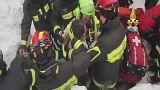 Италия: еще 6 выживших найдены на месте схода снежной лавины