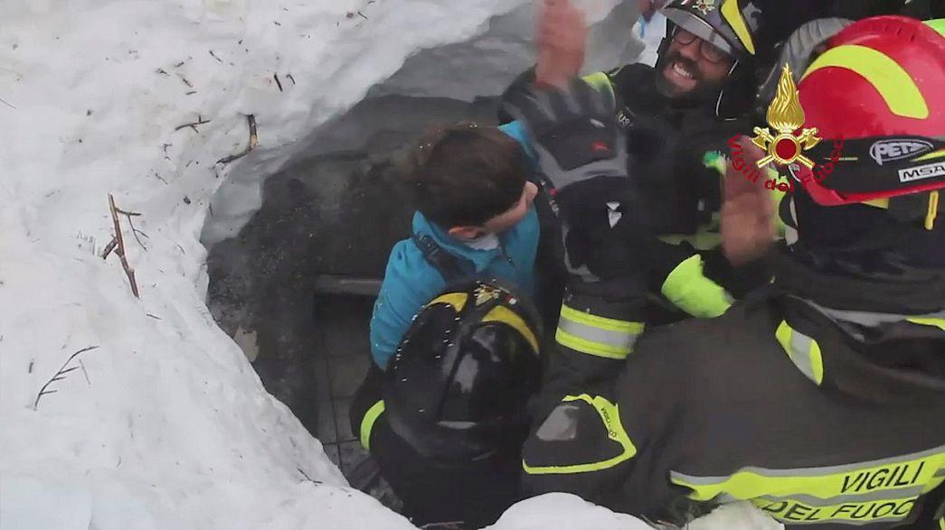 Weitere Überlebende nach Lawinenunglück in Italien geortet