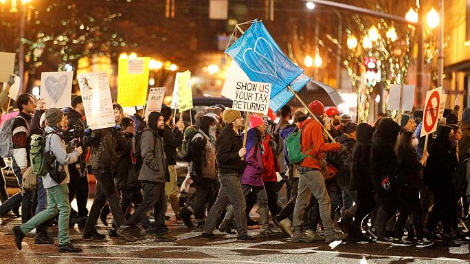 Trump göreve protestolarla başladı