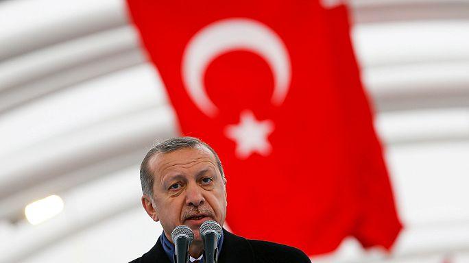 """Turquia rumo a um """"poderoso"""" sistema presidencial"""