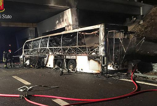 تصادف جاده ای در شمال ایتالیا ۱۶ کشته بر جا گذاشت