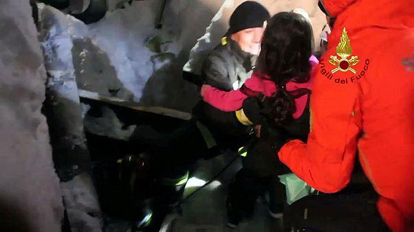 İtalya'da çığ altında kalan otelden kurtarılanların sayısı 11'e yükseldi