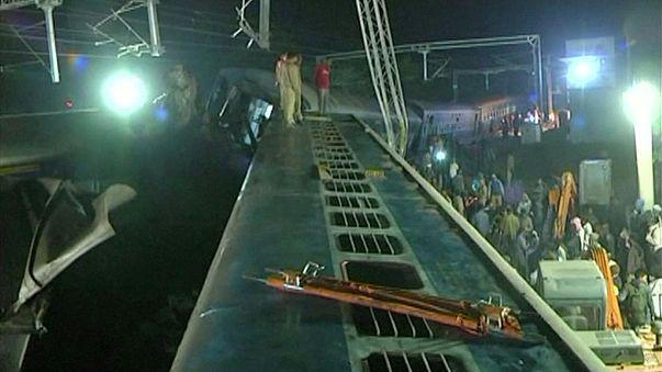 Железнодорожная катастрофа в Индии: десятки погибших