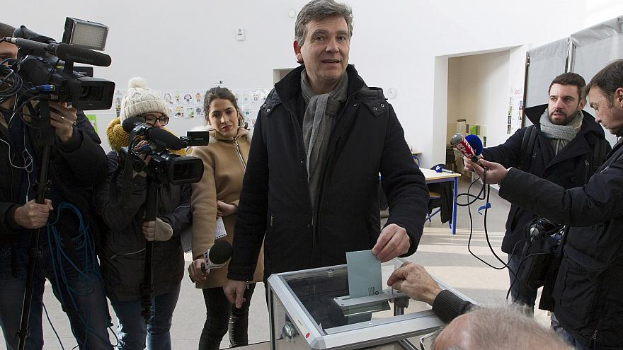 Primaries begin in France to choose Socialist presidential