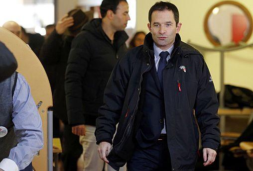 بونْوَا آمُونْ يفوز في الدور الأول للانتخابات التمهيدية للحزب الاشتراكي في فرنسا