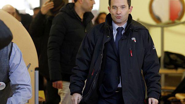 Fransa'da Sosyalistlerin ön seçiminin ilk turunda zafer Benoît Hamon ve Manuel Valls'ın