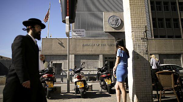 عباس يحذر من نقل السفارة الأمريكية إلى القدس
