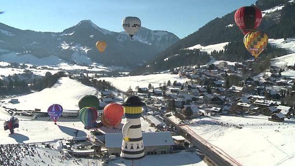 Balões de ar quente nos céus da Suíça