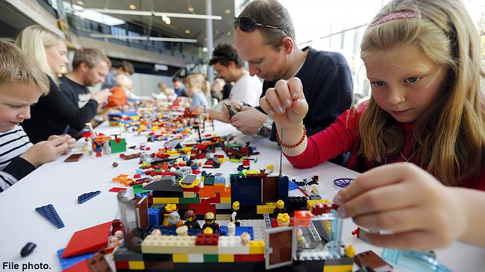 Cambridge University set to have a Lego professor