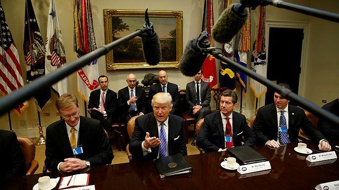 Első munkanapján üzletemberekkel talákozott Donald Trump