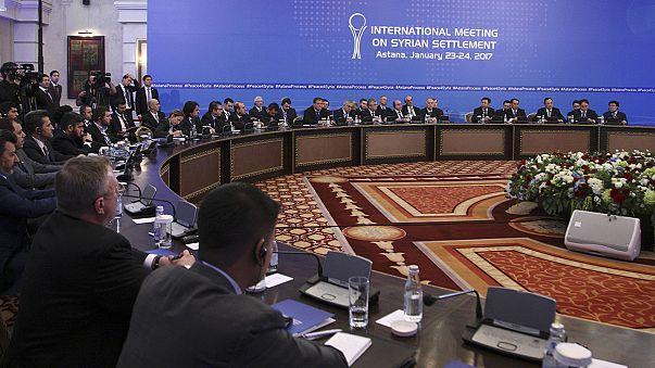 Rebeldes e enviados do governo não discutem, diretamente, paz na Síria