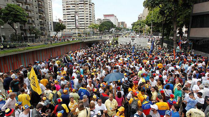 Opositores piden en Caracas el adelanto de las elecciones